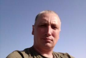 Dima, 43 - Just Me
