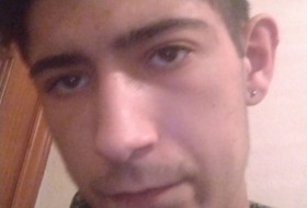 Manuel, 21 - Just Me