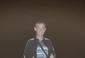 Sergey , 22 - Just Me