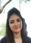 Hamna Khan, 32  , Lahore