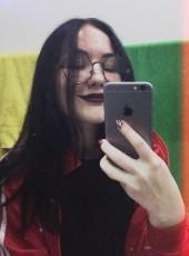 Аделина, 18, Россия, Зеленогорск (Красноярский край)