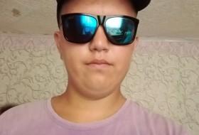 Kiril, 18 - Just Me