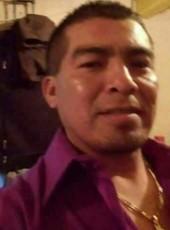 Vicen, 40, Mexico, Victor Rosales