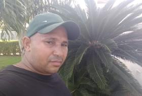Vanderso Rodrigu, 46 - Just Me