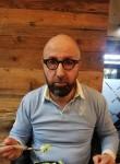 Roberto, 51  , Lille