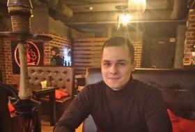 Erik, 24 - Just Me