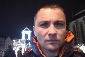 Vasil, 36 - Just Me