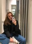 Maryana  , 18  , Kholmsk