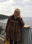 Alla, 57  , Napoli