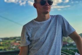 Bogdan, 21 - Just Me