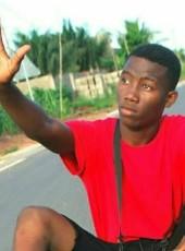 Victus, 18, Togo, Lome
