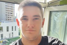 Viktor , 23 - Just Me