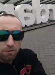 Lucho, 43  , Villena
