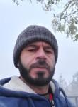 Juri, 48  , Milano