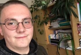 Denis, 22 - Just Me