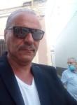Valentino , 60  , Milano