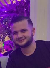 Roro, 21, France, Cachan