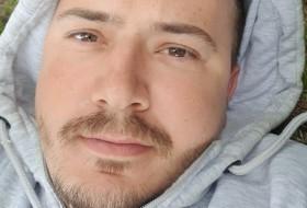 Vasil, 34 - Just Me