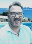 Adrien loulou, 69  , Porto-Novo