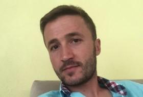 ahmet, 31 - Just Me