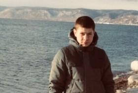 Denis, 21 - Just Me