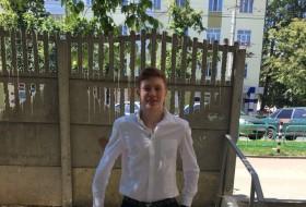 Anatoliy , 20 - Just Me