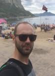Abdyl, 33  , Pristina
