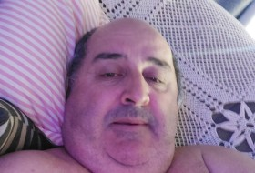Roberto , 52 - Just Me