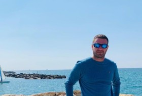 Daniel, 45 - Just Me