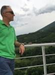 Onur, 41  , Pristina
