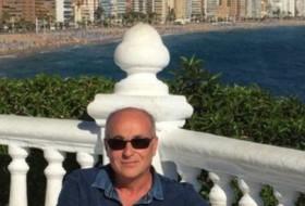 leonardo, 60 - Just Me