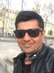 Sartor Khan, 21  , Paris