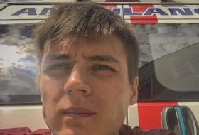 Dmitriy, 19 - Just Me