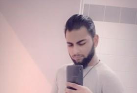 Ali , 25 - Just Me