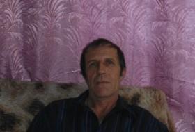 viktor, 63 - Just Me