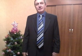Viktor, 69 - Just Me
