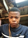 Junior, 18  , Douala