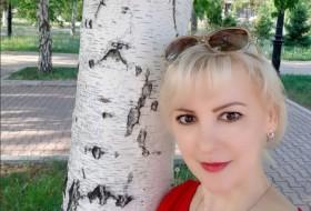 Karina, 43 - Just Me