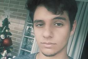 Luis , 19 - Just Me