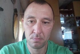 Albert, 36 - Just Me
