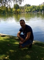 Claudiu, 35, United Kingdom, London