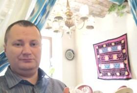 Viktor, 37 - Just Me