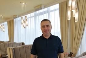 Vladimir, 45 - Just Me