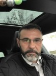 Gil, 47, Paris