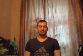 Vitek, 33 - Just Me