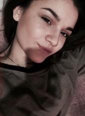 Ekaterina, 24, Russia, Muravlenko