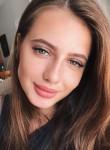 Maria Fox, 21  , Berlin