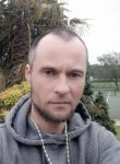 Lukasz, 39, London