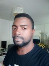 Lucka, 25, France, Caen