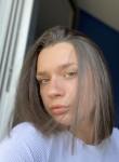 Julie, 21, Rennes